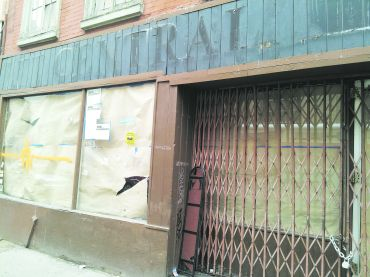 Shuttered location of Pet Central  at 237 Bleecker Street (credit: Lauren Elkies Schram)
