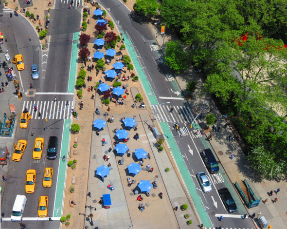 Flatiron District public plaza (Photo: Flatiron/23rd Street Partnership Business Improvement District website).