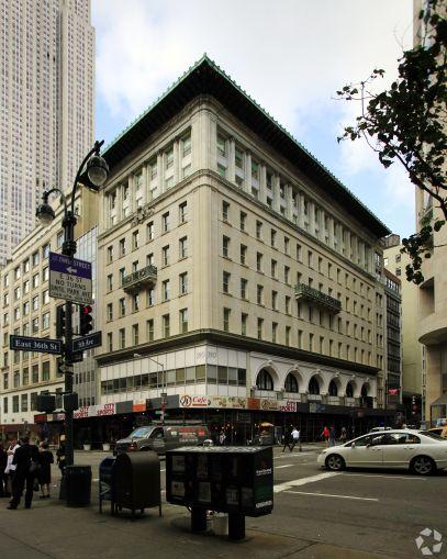 390 Fifth Avenue (Photo: CoStar).