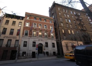 The building at 136 East 39th Street.