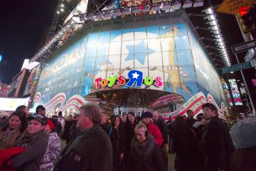 "Toys ""R"" Us' is one of 18 national retailers that shuttered all of their New York City stores this year."