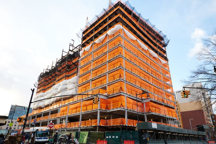 Office portion of Flushing Commons under construction (Photo: Yvonne Albinowski/ For Commercial Observer).