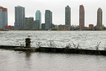 A scene of Long Island City, where prices for land are expected to come down in 2016. (Photo by Michael Heiman/Getty Images).