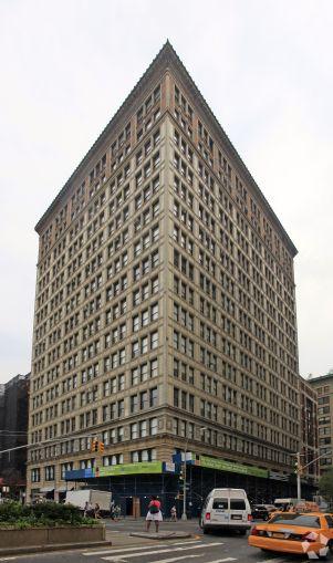 200 Park Avenue South (Photo: CoStar Group).