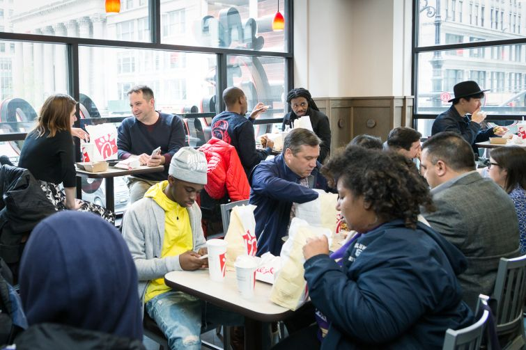 Guests chowing down at the Chick-fil-A at 1000 Avenue of the Americas (Photo: Kaitlyn Flannagan/Commercial Observer).