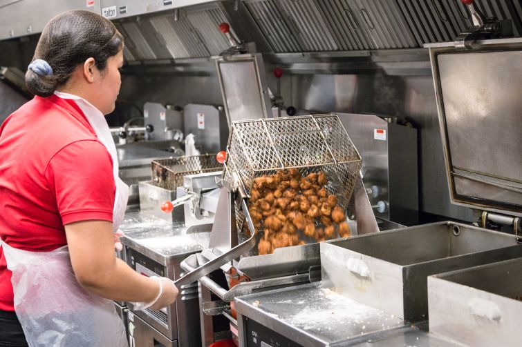 Employee working in the kitchen at Chick-fil-A at 1000 Avenue of the Americas (Photo: Kaitlyn Flannagan/Commercial Observer).