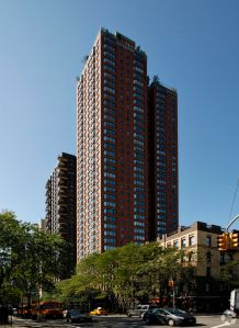 1735 York Avenue (Photo: CoStar Group).