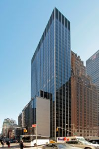 1350 Avenue of the Americas (Photo: CoStar Group).