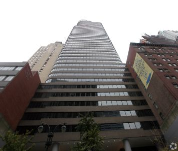 140 East 45th Street (Photo: CoStar Group).