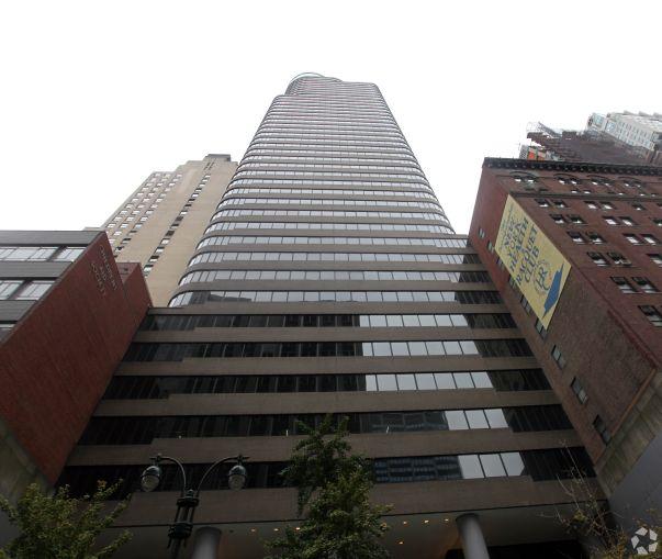 140 East 45th Street (Photo: CoStar Group).