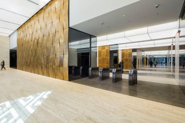 The lobby of 605 Third Avenue.