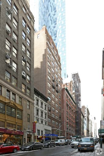 134 West 58th Street (Photo: CoStar Group).