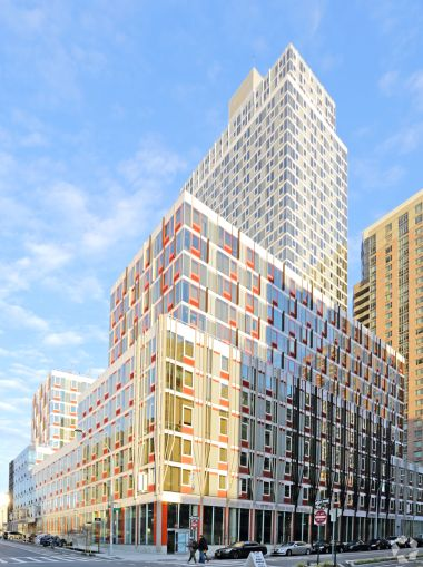 Hunter's Point South Commons at 1-50 50th Avenue. Photo: CoStar Group