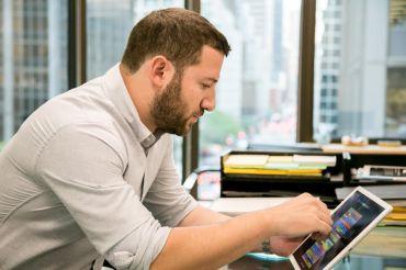 Sage Realty Corporation CEO, Jonathan Iger, using VTS' iPad application.