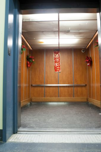 A photo of the old elevator design in the building. Photo: Savanna.