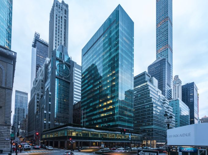 Lever House at 390 Park Avenue. Photo: Sasha Maslov/for Commercial Observer.