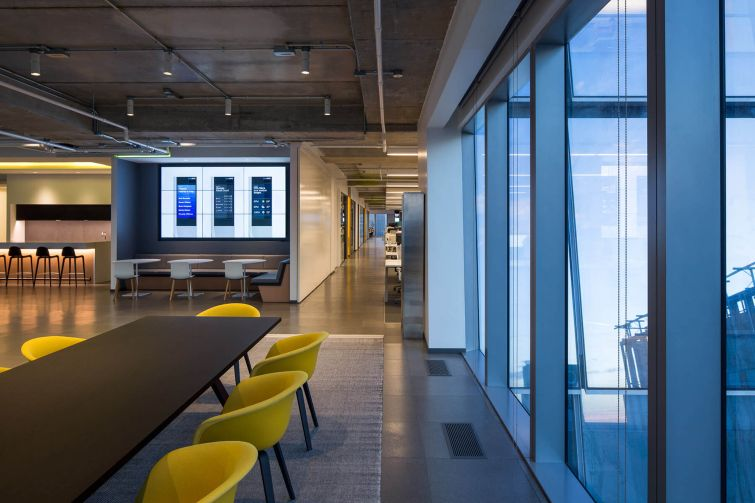 The offices are column-free and feature 360 glass walls. Photo: Thaddeus Rombauer