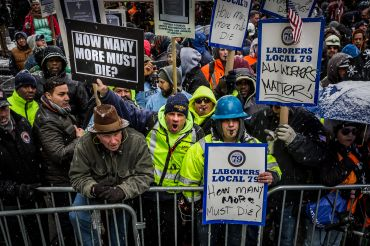 Union workers prostesting. Photo: Michael Nigro/Pacific Press/LightRocket via Getty Images