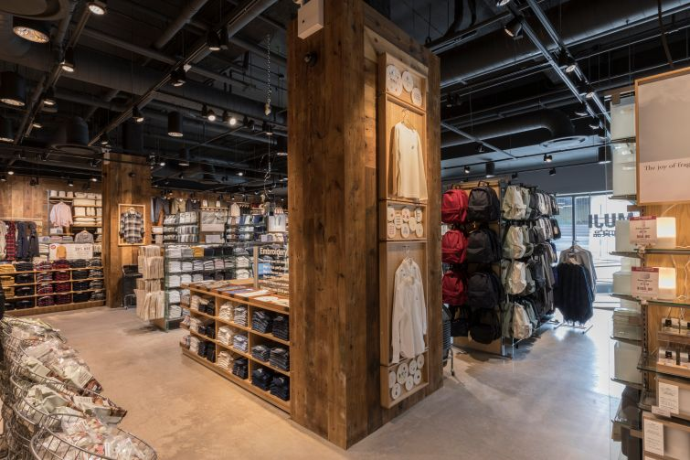 Coloumns in the store are also layered with wood. Photo: Lucas Roy
