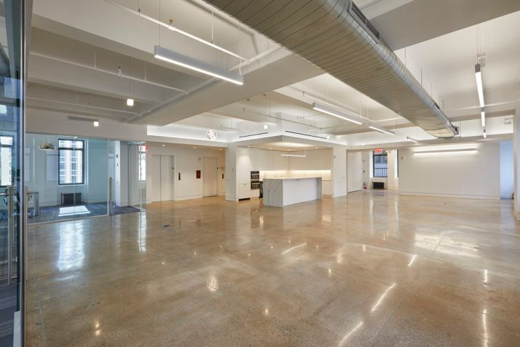 The floors are column-free, providing ample room for open plan offices.