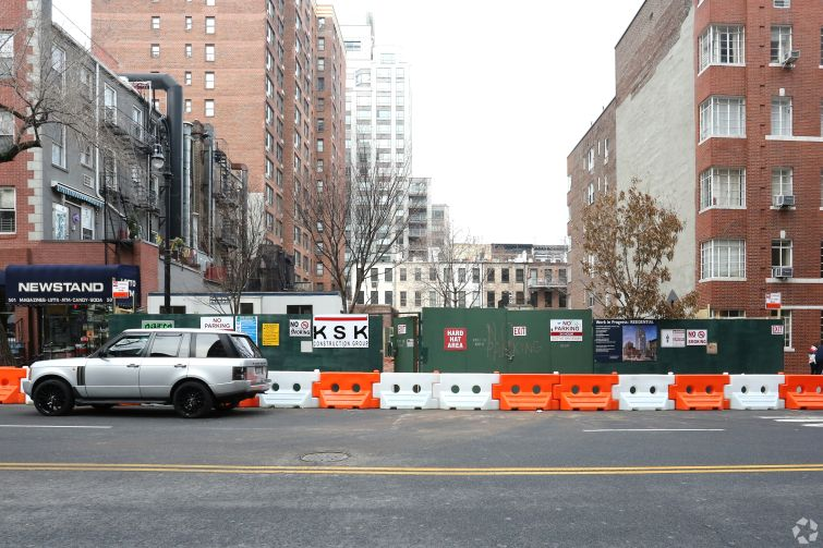 The lot at 511 East 86th Street where Sky will build a 22-story tower.