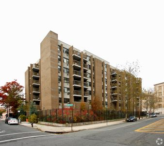 831 Bartholdi Street