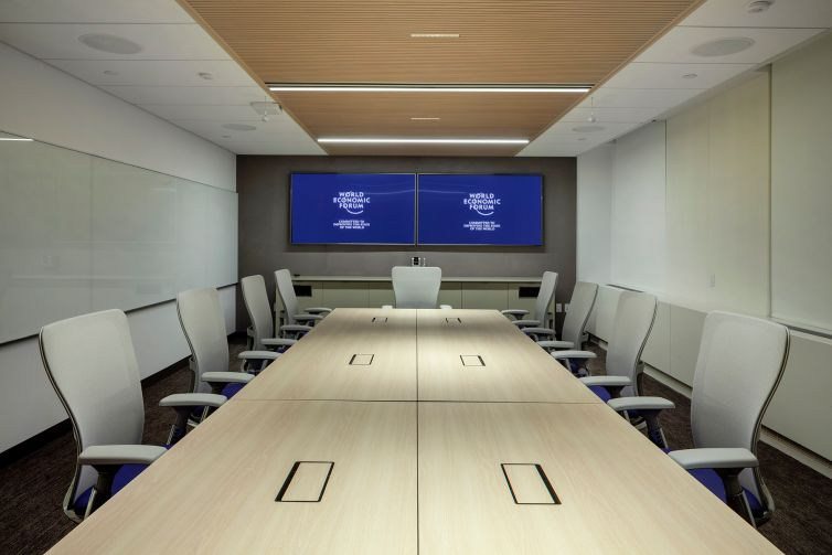 There are many high-tech conference rooms.