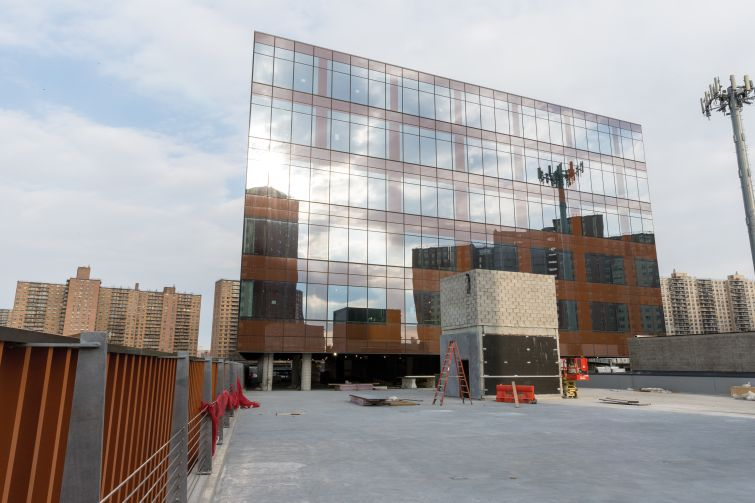 The glass panels have a brown tint thanks to an orange frit pattern in the curtain wall. It helps the facade of 626 Sheepshead Bay Road to look like other properties in the surrounding neighborhood.