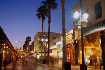 3rd Street Promenade, Santa Monica.