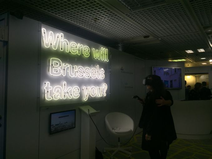 A MAPIC attendee using a virtual reality headset.