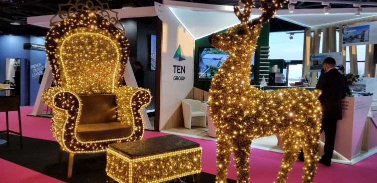 A festive display on the MAPIC floor from Fotodiastasi Illumination.