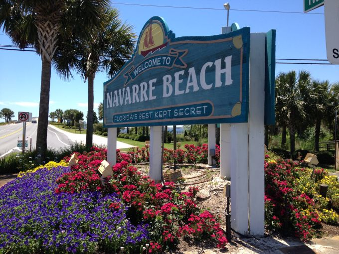 A sign welcoming visitors to Navarre Beach.