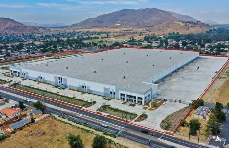 The Bloomington Logistics Center spans 677,383 square feet on more than 34.5 acres.