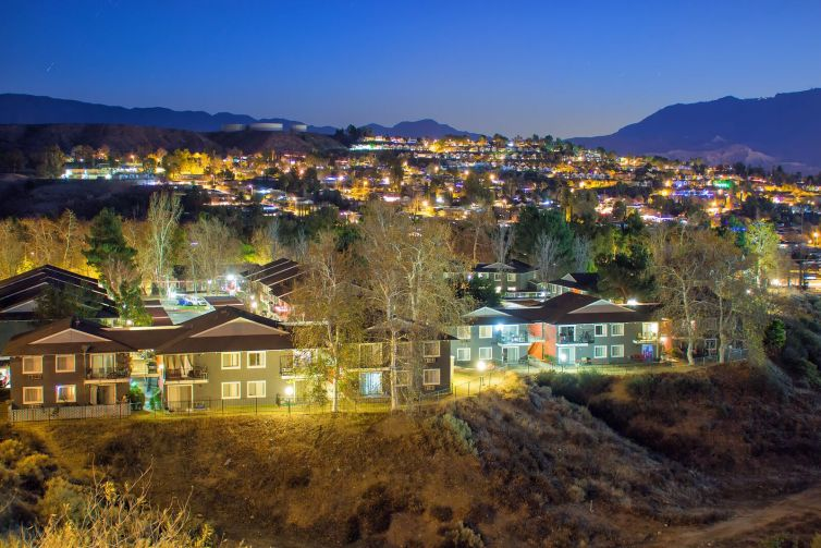 The Monterra Ridge Apartments include 232 unitsnin Santa Clarita