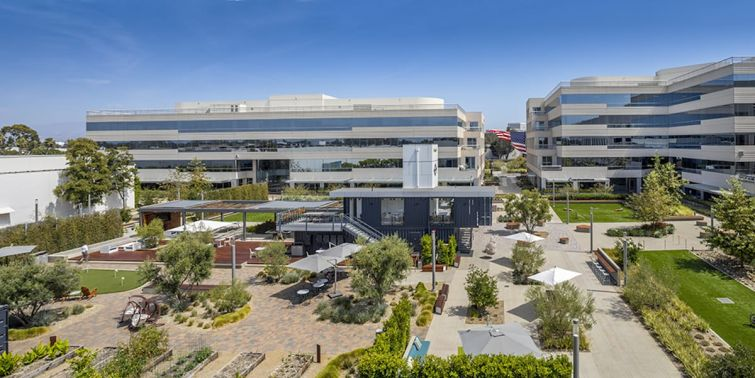 Intersect includes four buildings with more than 452,000 square feet of modern office space.