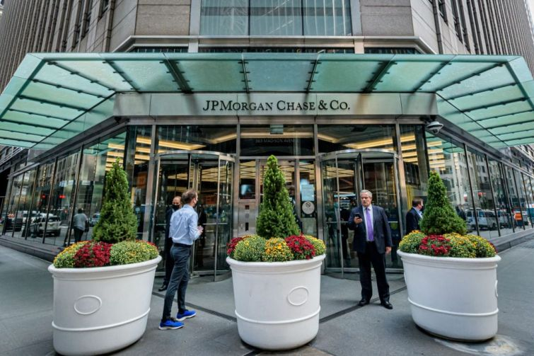 JPMorgan Chase's temporary headquarters at 383 Madison Avenue.