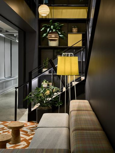 The structure of the stairs creates opportunities for small seating areas and large glassed-in conference spaces.