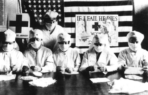 Red Cross volunteers fighting against the spanish flu epidemy in United States in 1918