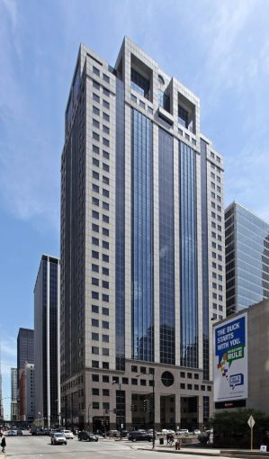 The 30-story office tower at 123 North Wacker Drive in Chicago.