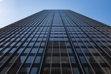JPMorgan Chase's plans for a new headquarters involves demolishing the tower currently there.