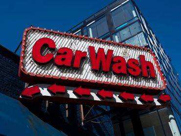 "A sign that says ""car wash."""
