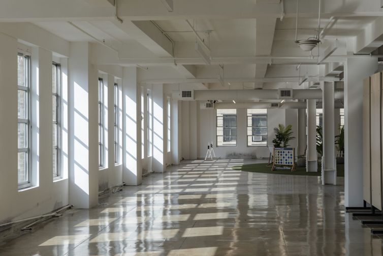 The marketing floor of 295 Fifth Avenue.