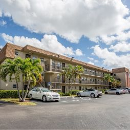 Parc Place apartments in Miami features one, two and three-bedrooms units with an average unit size of 737 square feet.