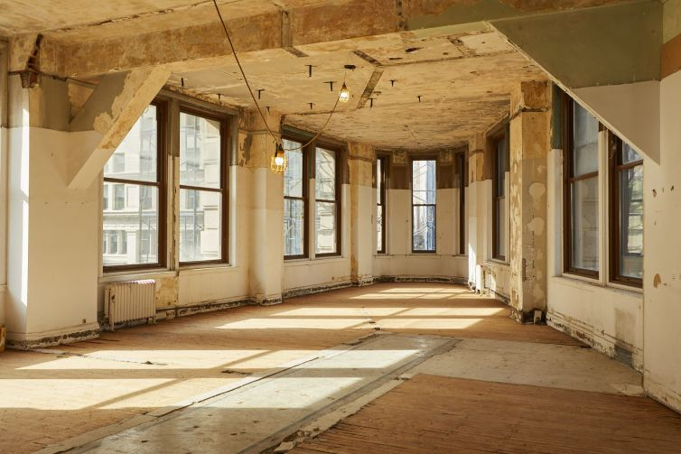 Another look at one of the less restored lower floors.