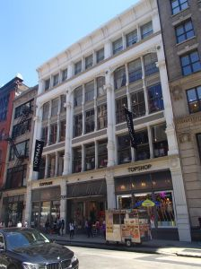 Vornado is selling off five struggling Manhattan retail properties, including the now-vacant former Topshop location at 478 Broadway in Soho.